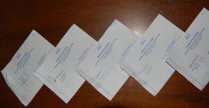 Куда клеится уведомление о вручении на конверте