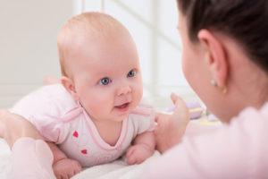 Можно ли усыновить ребенка одной женщине